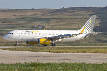 EC-LZE - Vueling Airlines Airbus A320