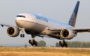 N776UA - United Airlines Boeing 777-200ER