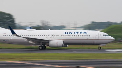 N37293 - United Airlines Boeing 737-800