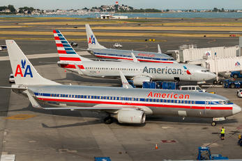 N824NN - American Airlines - Airport Overview - Apron