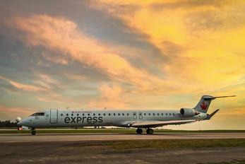 C-GLJZ - Air Canada Express Bombardier CRJ-700