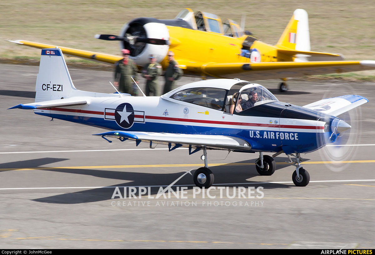 Private CF-EZI aircraft at Everett - Snohomish County / Paine Field