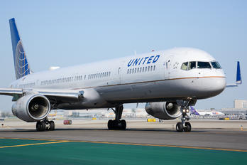N77867 - United Airlines Boeing 757-300