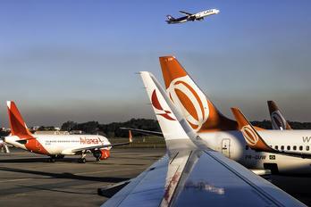 PR-GUW - GOL Transportes Aéreos  Boeing 737-800
