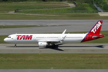 PT-XPE - TAM Airbus A321