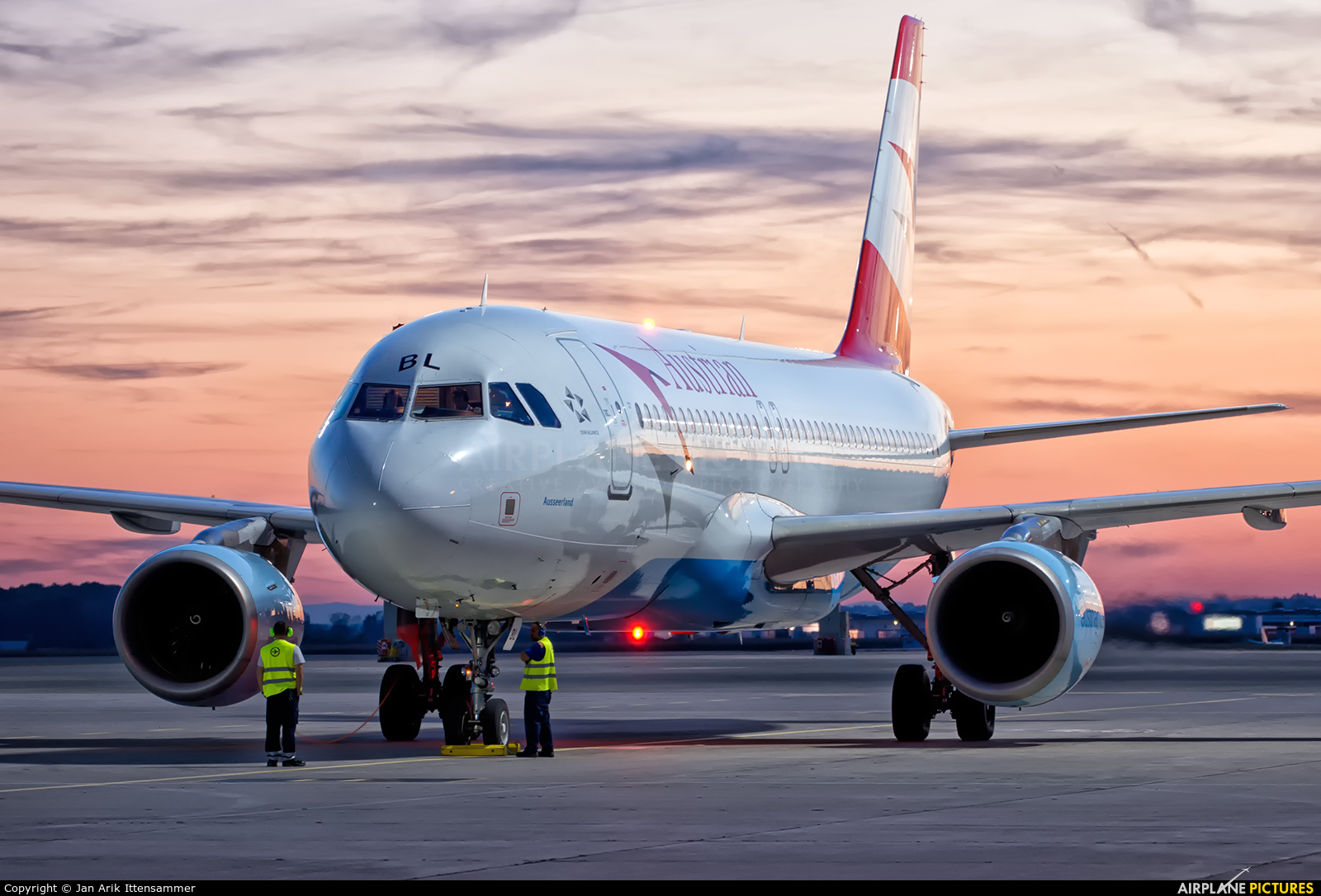 Austrian Airlines/Arrows/Tyrolean OE-LBL aircraft at Linz
