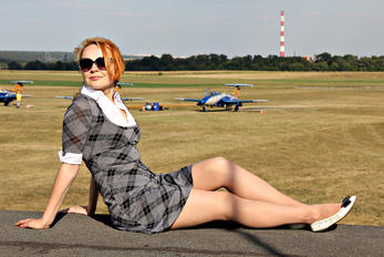 UR-FSN - - Aviation Glamour - Aviation Glamour - Model