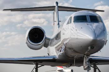 N1818C - Private Gulfstream Aerospace G-IV,  G-IV-SP, G-IV-X, G300, G350, G400, G450
