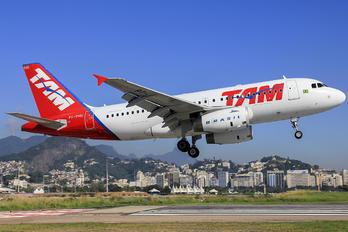 PT-TMG - TAM Airbus A319
