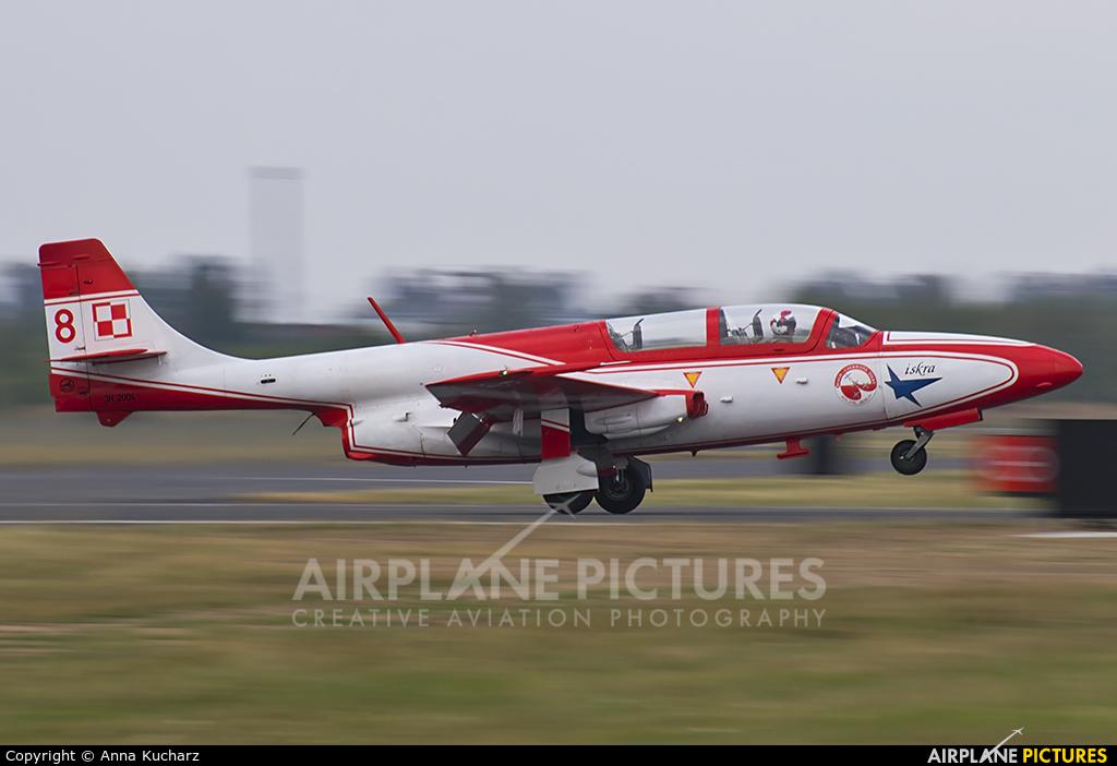 Poland - Air Force: White & Red Iskras 2004 aircraft at Mielec