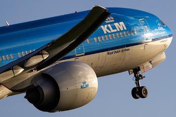 PH-BVG - KLM Boeing 777-300ER