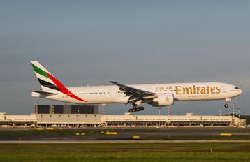 A6 EPB - Emirates Airlines Boeing 777-300ER