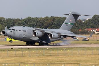 03-3127 - USA - Air Force Boeing C-17A Globemaster III