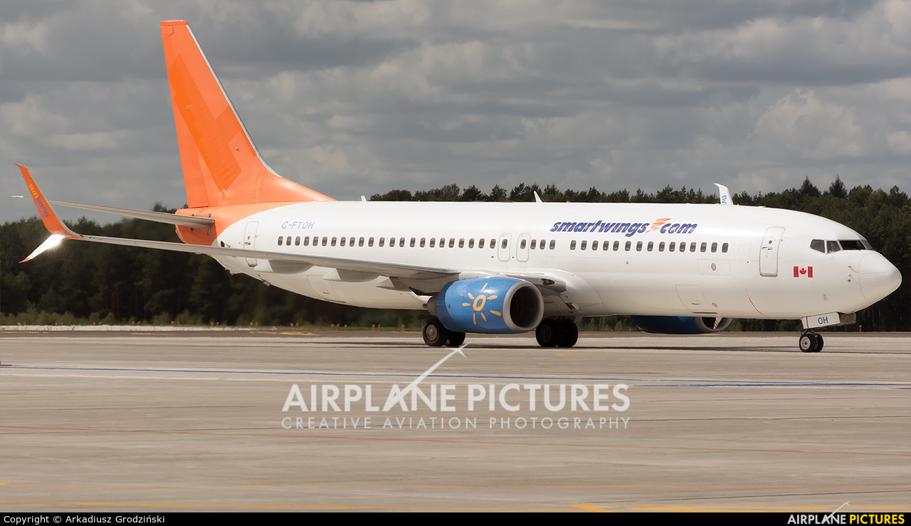 Sunwing Airlines C-FTOH aircraft at Szczecin - Goleniów