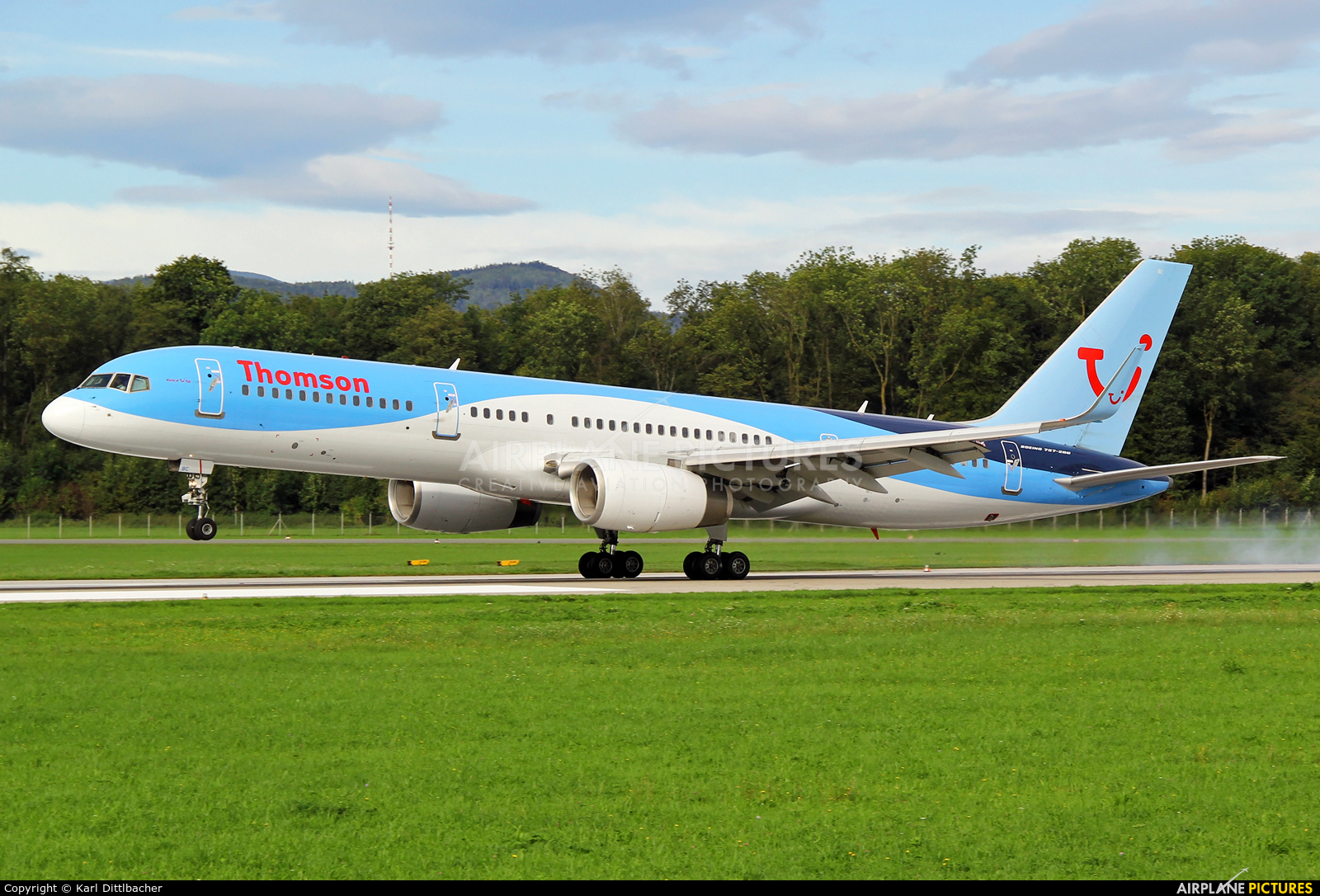 Thomson/Thomsonfly G-OOBC aircraft at Salzburg