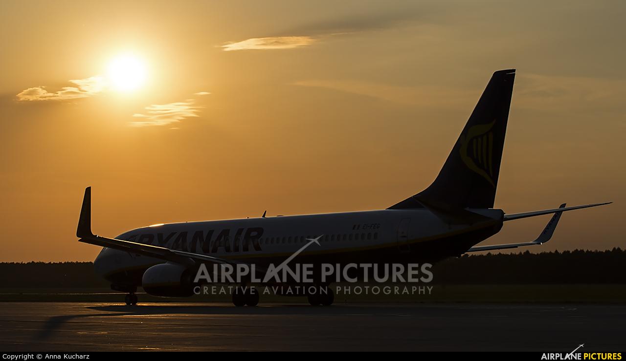 Ryanair EI-FEG aircraft at Modlin