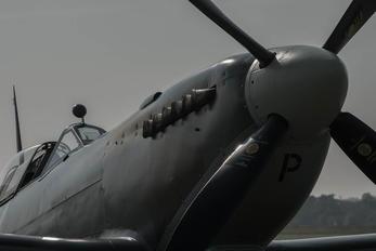 G-TRIX - Private Supermarine Spitfire T.9