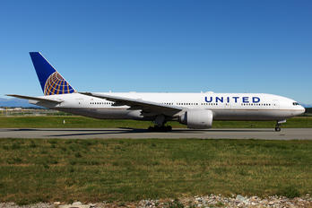 N77019 - United Airlines Boeing 777-200ER