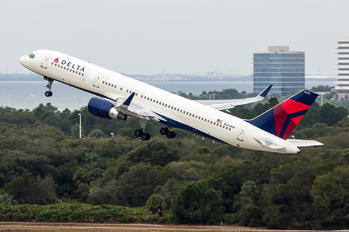 N555NW - Delta Air Lines Boeing 757-200WL