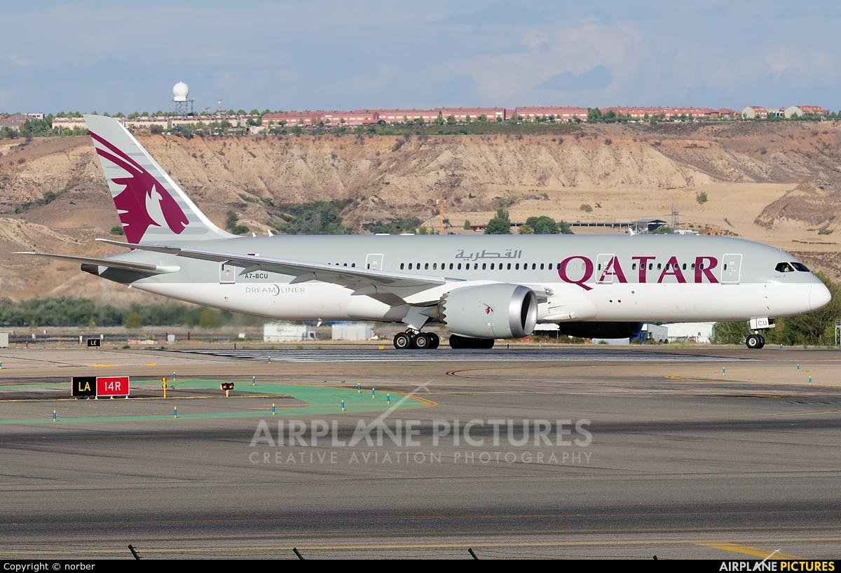 A7 bcu qatar airways boeing 787 8 dreamliner at madrid for Oficina qatar airways madrid