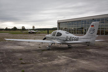 D-ECGB - Private Cirrus SR22