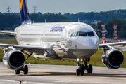 D-AIUH - Lufthansa Airbus A320 aircraft
