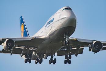 D-ABVY - Lufthansa Boeing 747-400