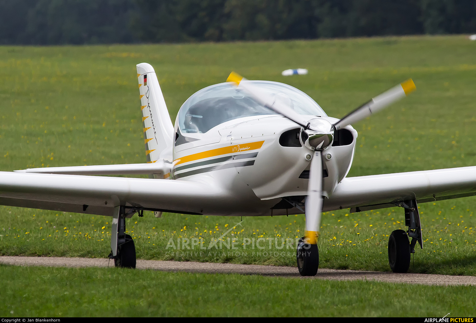 D-MLGE - Aerospool Aerospol WT9 Dynamic at Off Airport ...