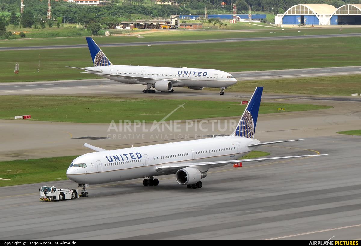 United Airlines N66051 aircraft at São Paulo - Guarulhos