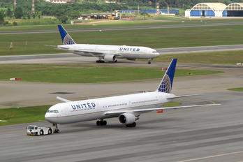 N66051 - United Airlines Boeing 767-400ER