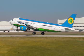 UK32014 - Uzbekistan Airways Airbus A320