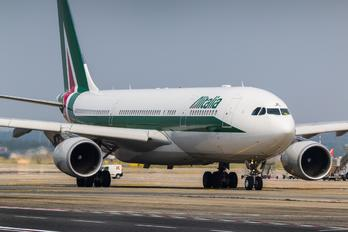 EI IJL - Alitalia Airbus A330-200