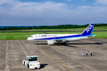 JA8947 - ANA - All Nippon Airways Airbus A320