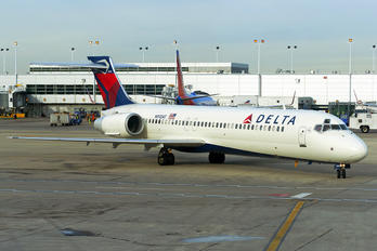 N910AT - Delta Air Lines Boeing 717
