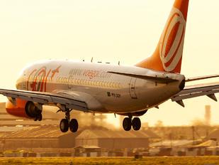 PR-GOY - GOL Transportes Aéreos  Boeing 737-700