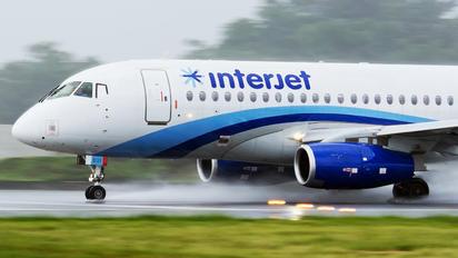 XA-OUI - Interjet Sukhoi Superjet 100