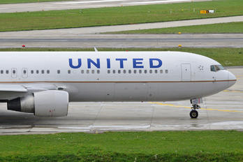 N673UA - United Airlines Boeing 767-300