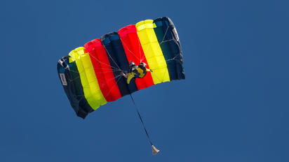 - - British Army Parachute Military