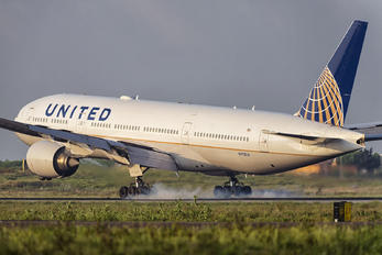 N792UA - United Airlines Boeing 777-200ER