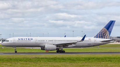 N13113 - United Airlines Boeing 757-200