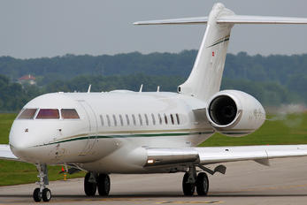 HB-JFE - Private Bombardier BD-700 Global 6000