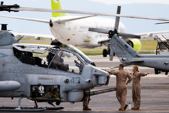 165049 - USA - Marine Corps Bell AH-1W Super Cobra