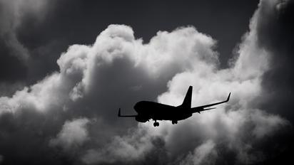 - - KLM Boeing 737-700