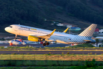 EC-MEA - Vueling Airlines Airbus A320