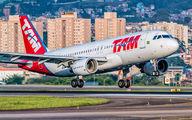 PR-MHP - TAM Airbus A320 aircraft