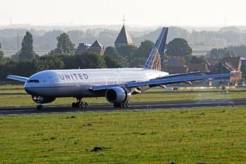 N776UA - United Airlines Boeing 777-200ER