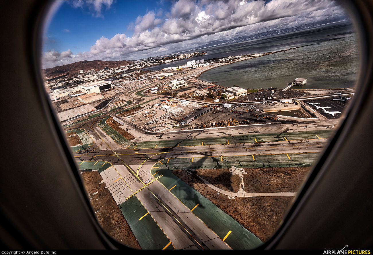 - Airport Overview - aircraft at San Francisco Intl