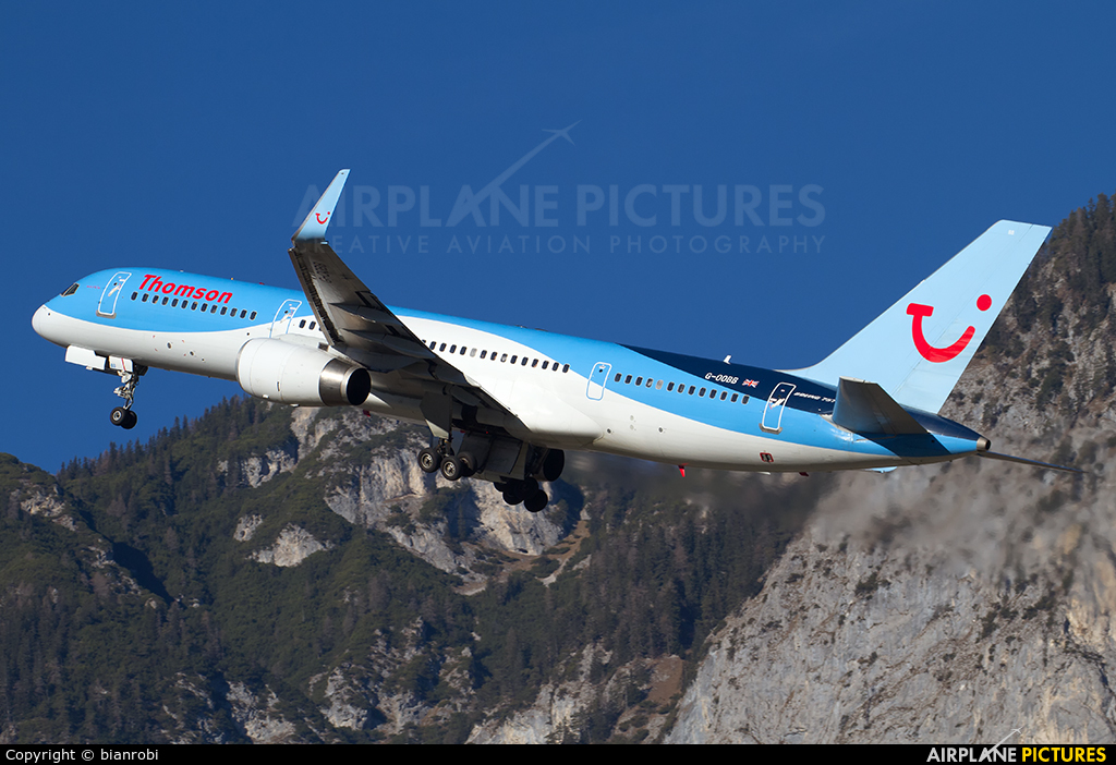 Thomson/Thomsonfly G-OOBB aircraft at Innsbruck