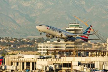 N946NN - American Airlines Boeing 737-800