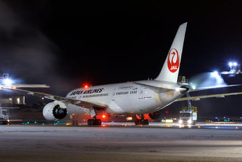 JA837J - JAL - Japan Airlines Boeing 787-8 Dreamliner